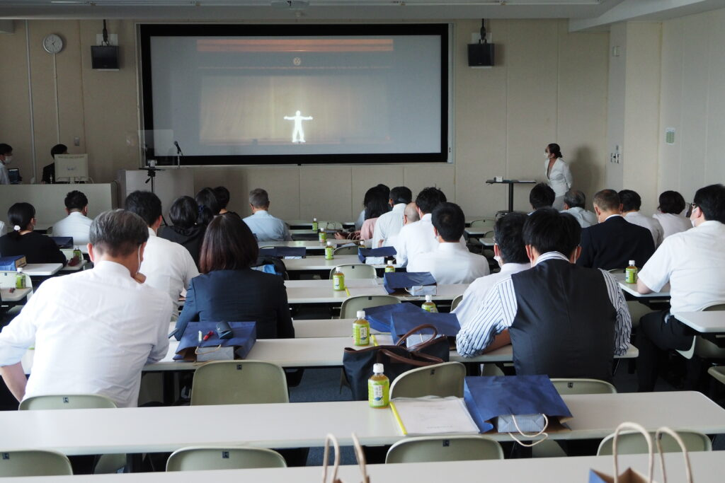 開会前に「昨年度のオンライン聖翔祭」のビデオを上映。