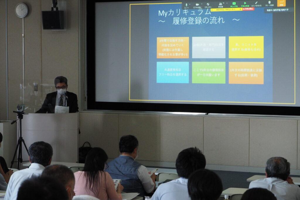 キャリア開発総合学科の永野学科長による説明。令和4年度からの新系についてもアピールしました。