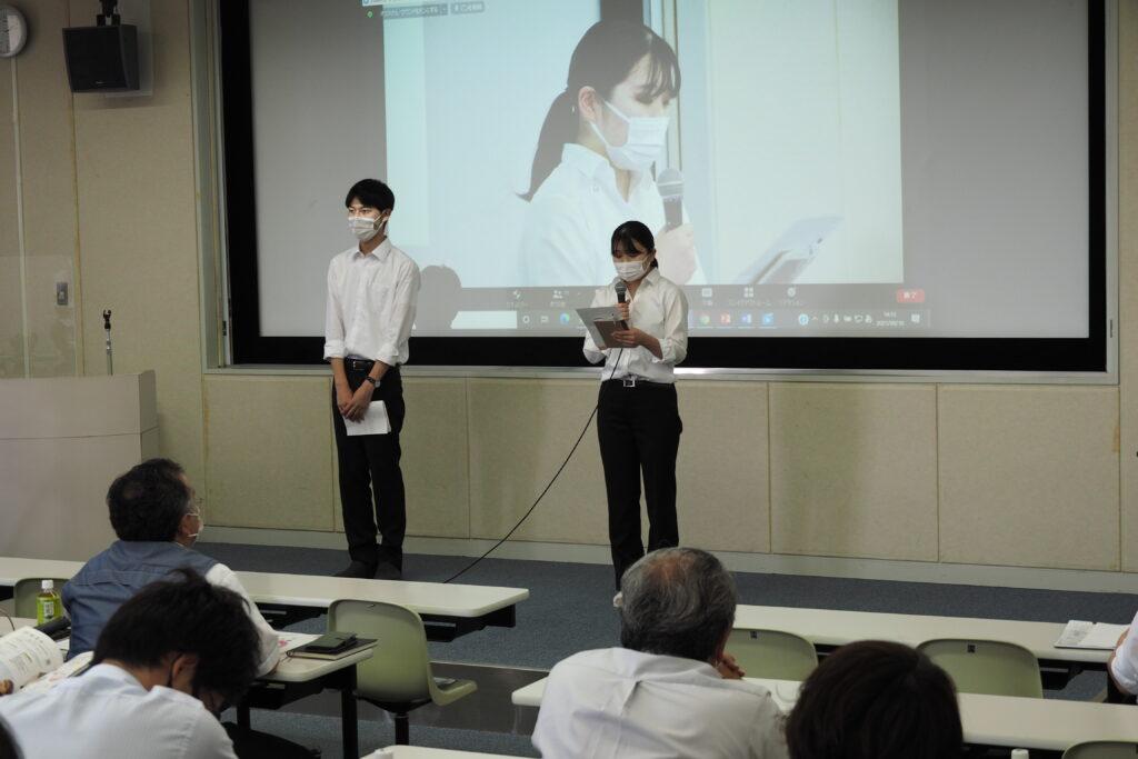 キャリア開発総合学科の2年生によるメッセージ。授業や課外活動、就活のことなどを丁寧に説明しました。
