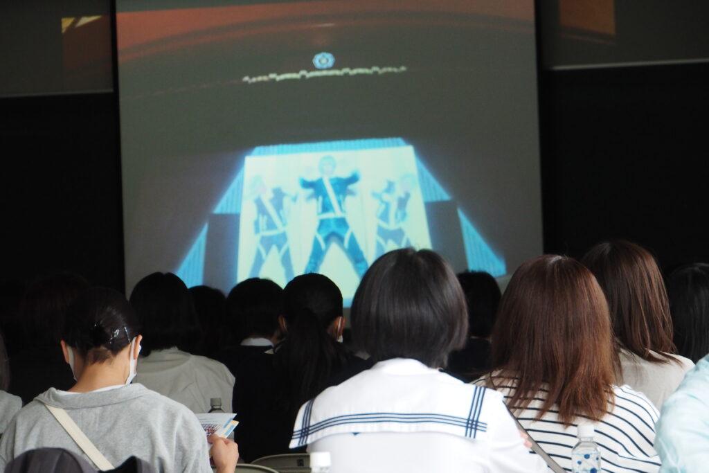 全体会の開始前には「オンライン聖翔祭」のビデオを鑑賞。