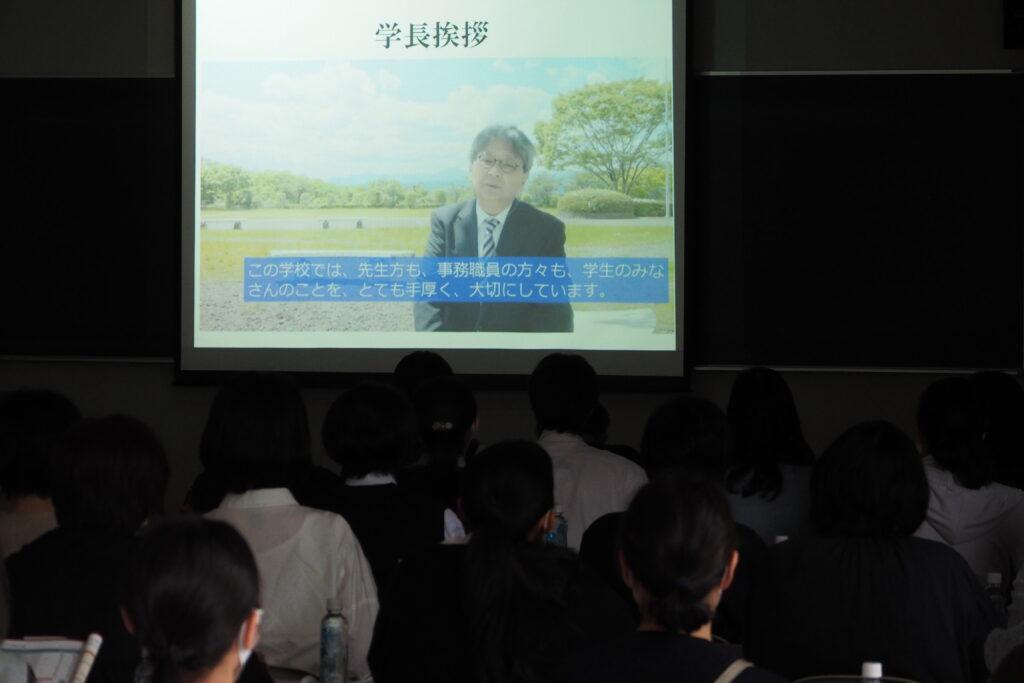 学長からのビデオメッセージ。短大の魅力について伝えています。