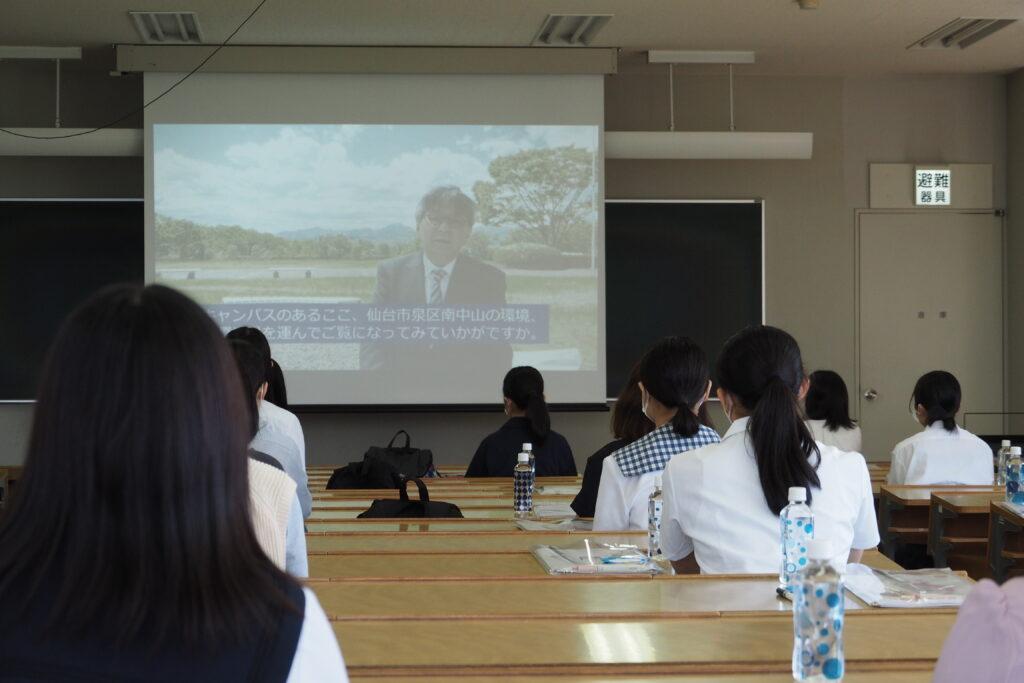 吉川学長のビデオメッセージ。短大の良さをアピール。