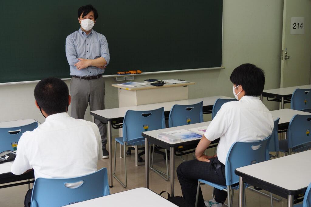 公務員系は「公務員試験ってどんな試験か教えます」というテーマで丁寧に説明を受けました。