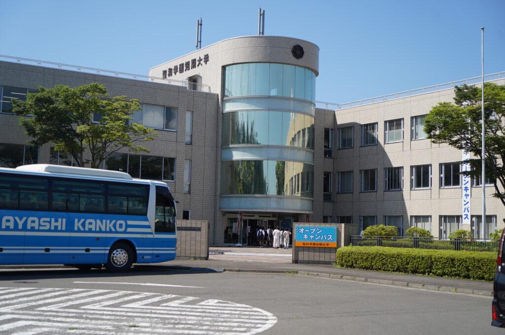 仙台駅前からの無料送迎バスが到着
