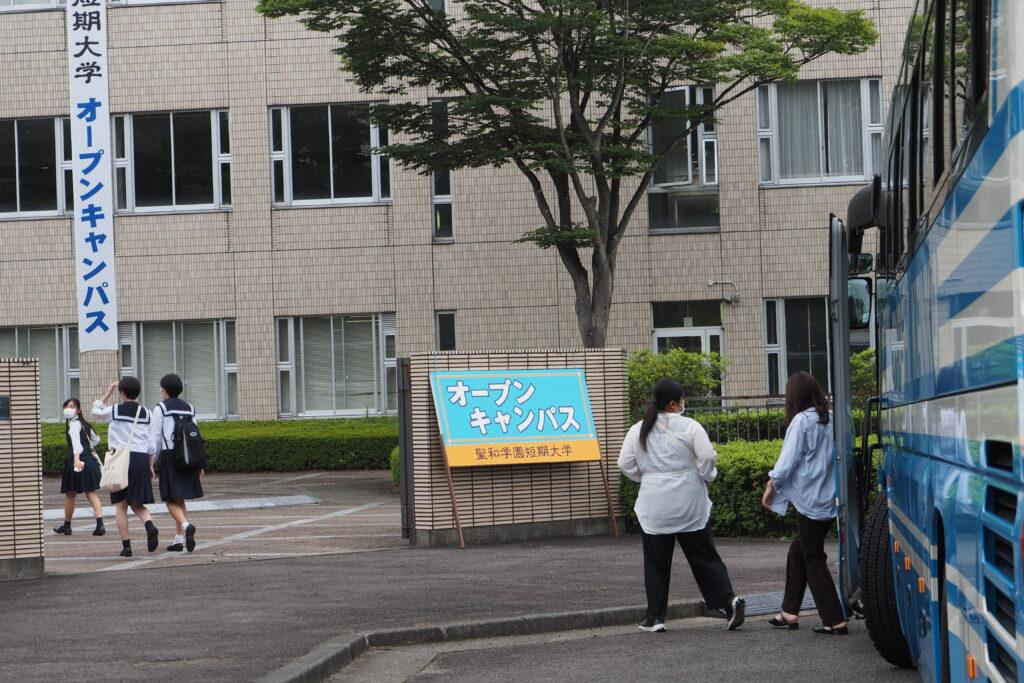 仙台駅前からの無料バスが到着しました。