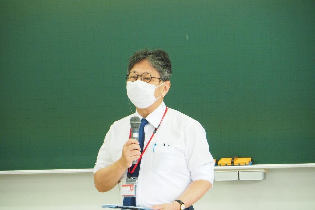 吉川学長の挨拶。聖和短大の良さをアピールしました。