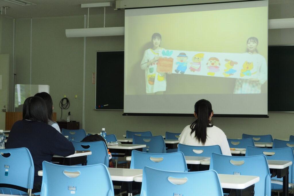 午前(保育学科)その6。保育所と幼稚園実習を終えた2年生が自作の教材を動画で紹介。
