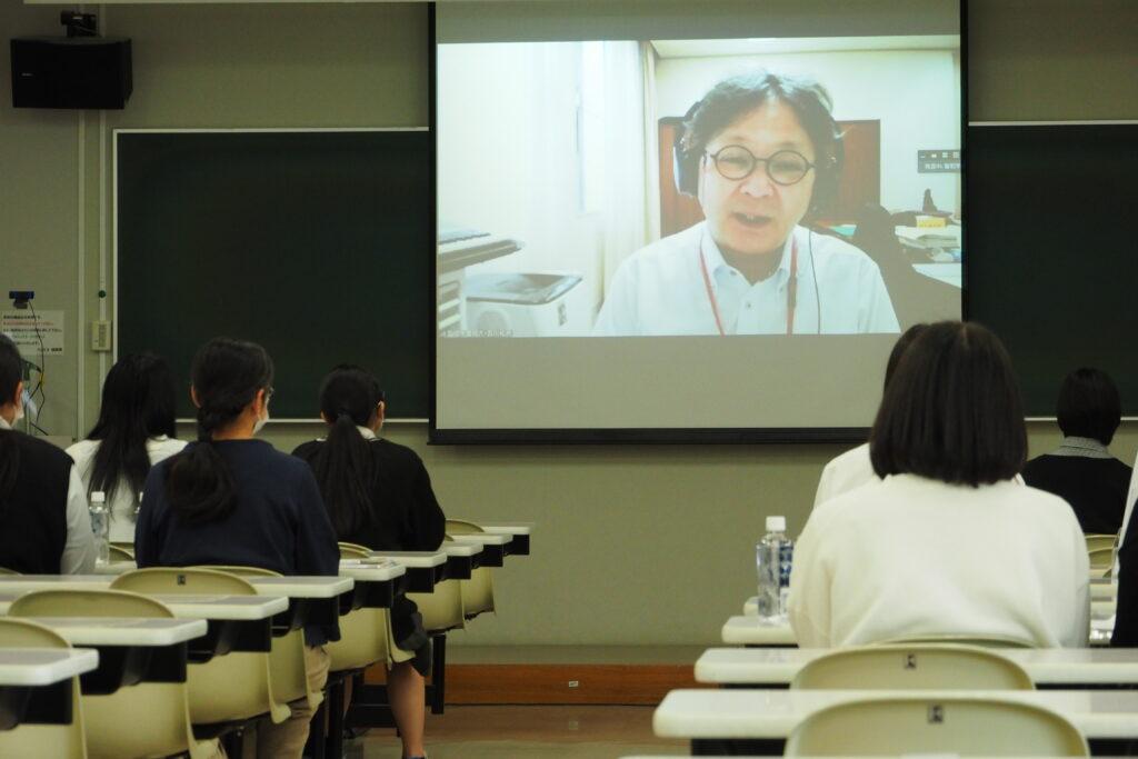 午後(キャリア開発総合学科)その1。学長挨拶はオンラインで視聴。