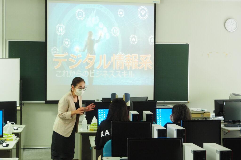 午後(キャリア開発総合学科)その2。デジタル情報系は「バナーを作ってみるよ」。