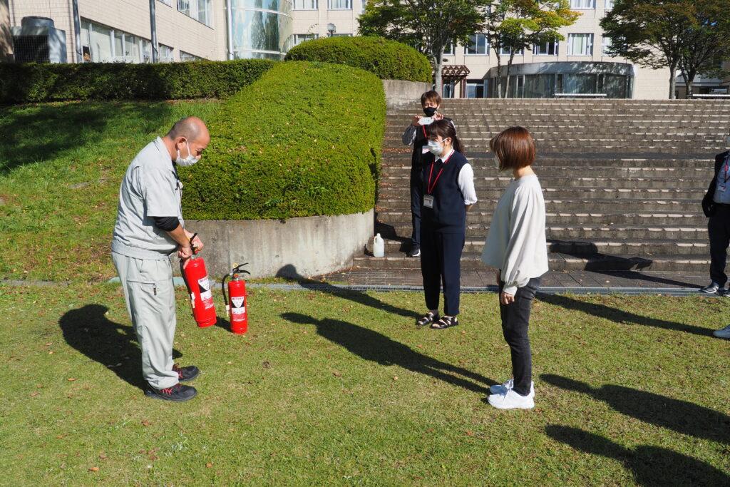 午後からは、教職員による「消火器訓練」を行いました。
